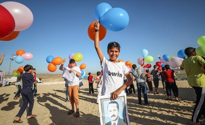 Gazzeli çocuklar gökyüzüne balon bıraktı