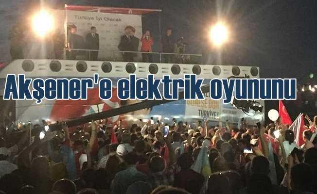Meral Akşener Üsküdar'da konuşurken elektrikleri kestiler