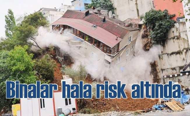Beyoğlu'nda çöken bina; Tehlike hala devam ediyor