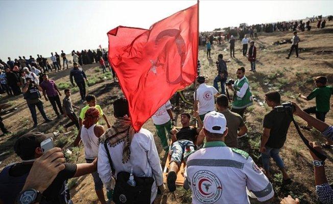 İsrail askerleri Türk bayrağı taşıyan Filistinli genci vurdu