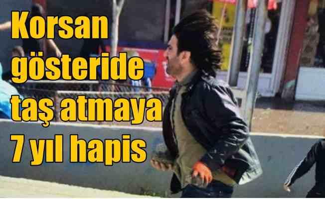 Korsan gösteride polise taş atan eylemcile 7 yıl hapis