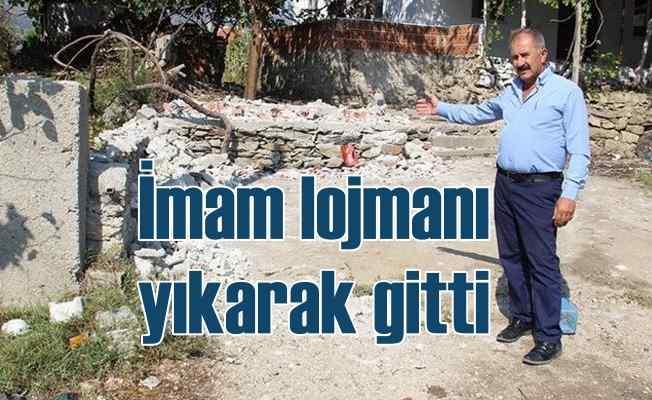 Cemaate öfkelenen imam, bedava oturduğu lojmanı balyozla yıktı
