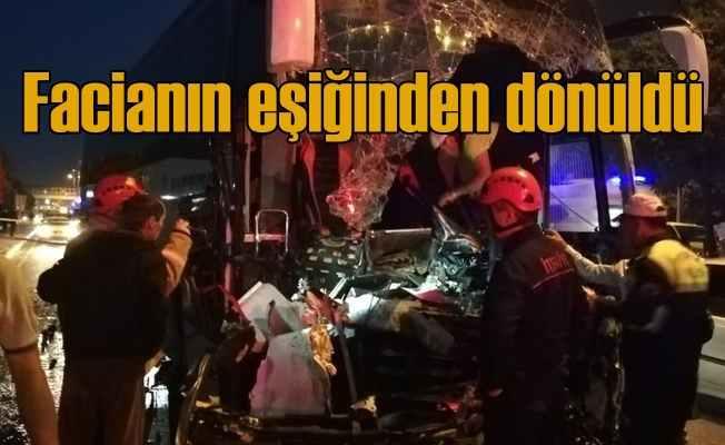 Otobüs TIR'a arkadan çarptı, çok sayıda yaralı var