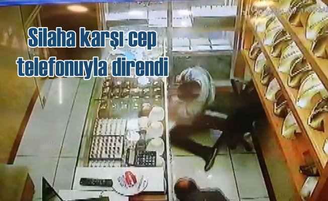 Çarşaflı müşteri erkek soyguncu çıktı; Kuyumcuda dehşet