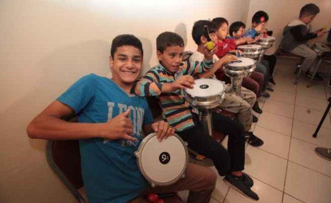 Hollandalı Grup KOFFIE'den, Şişli'de Roman çocuklarla Müzik Atölyesi