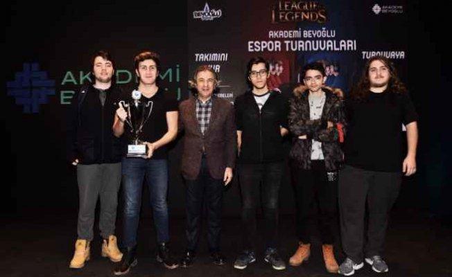 Akademi Beyoğlu Espor Turnuvası'nda kupa heyecanı