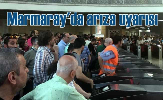 Marmaray seferleri durma noktasına geldi, vatandaşlar bekliyor
