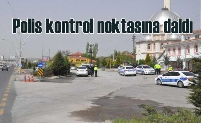 Polis kontrol noktasına araç daldı, 1 polis şehit