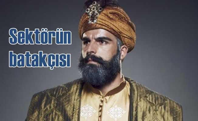 Türk Bayrağı'na hakaret eden oyuncuya tepkiler dinmiyor