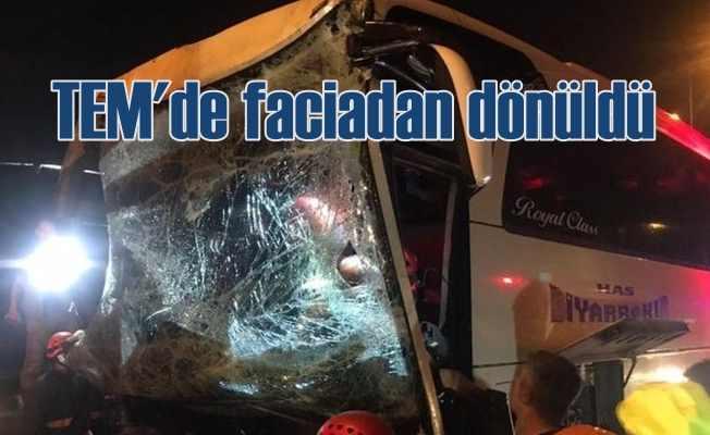 TEM'de otobüs kamyona arkadan çarptı, 37 yaralı var