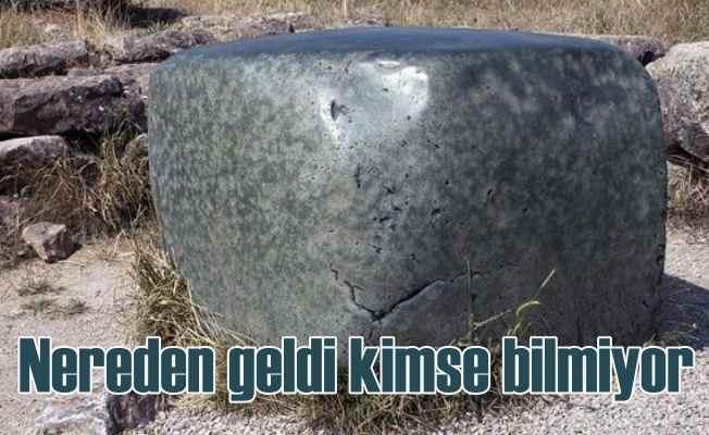Çorum Boğazkale Hattuşaş'da gizemli yeşil kaya