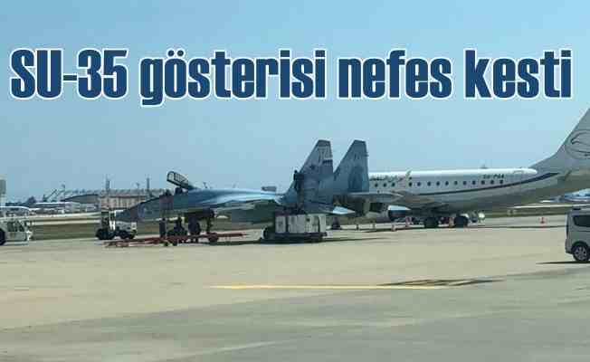 SU-25 gösteri uçuşu nefesleri kesti
