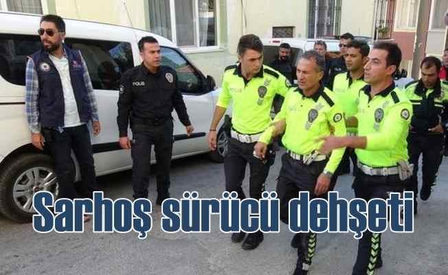 Ehliyetsiz sarhoş sürücü polisi 2 Km kaputta taşıdı