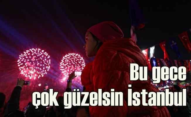 İstanbul'da geceye Cumhuriyet damgasını vurdu