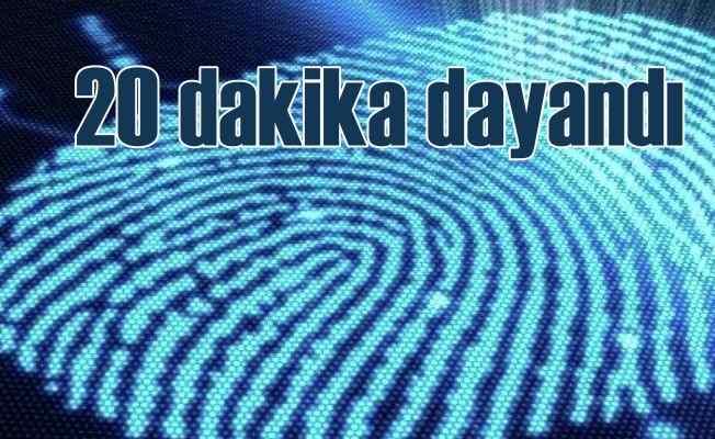 Hackerlar, parmak izli telefonu 20 dakikada kırdı