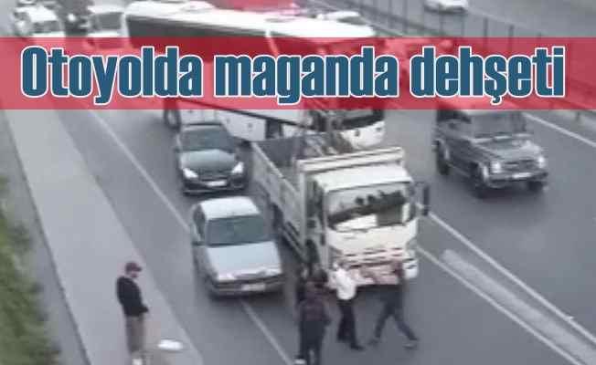 Otoyolu trafiğe kapatan magandalar dehşet saçtı