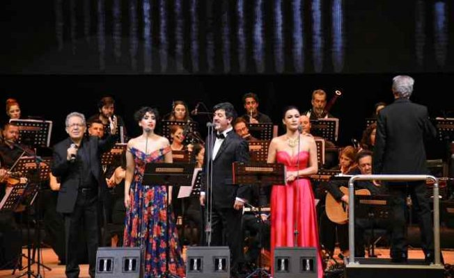 Ankaralı Zülfü Livaneli'ye koştu