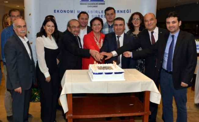EMD İzmir Şubesi 30. yaşını üyeleriyle kutladı