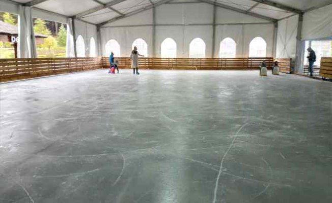 Kemerburgaz Doğal Buz Pisti kayakseverleri bekliyor