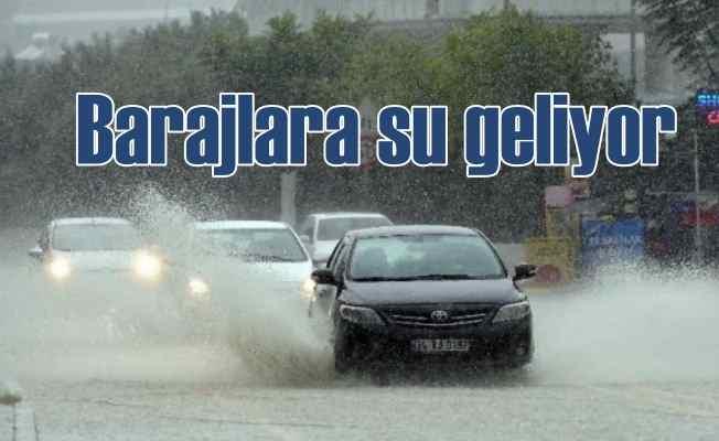 Fırtına ulaşımı vuruyor, yağmur barajları dolduruyor