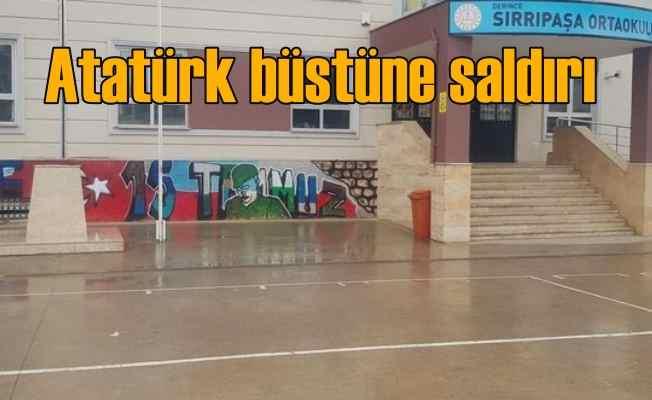 Okul bahçesinde Atatürk büstüne çirkin saldırı