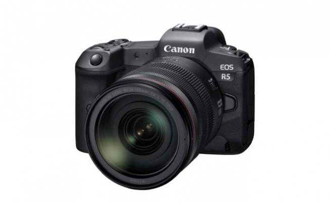 Canon EOS R5, yeni güncellemelerle imkansızı başarıyor