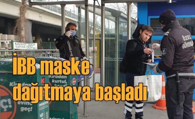 İBB toplu ulaşımda vatandaşlara maske dağıtıyor