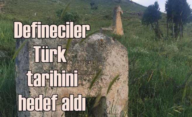 Defineciler tarihi Türk mezarlığını talan etti