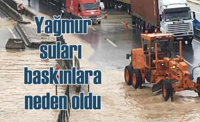 Sağnak yağmur esnafı ve üreticiyi vurdu