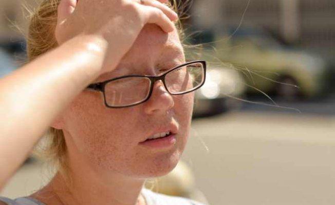Baş Ağrısı ve Kusma Güneş Çarpması Belirtisi Olabilir