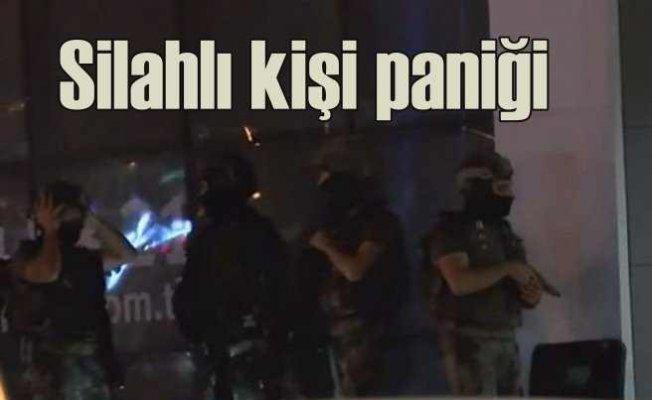 Başakşehir'de silahlı kişi binaya daldı