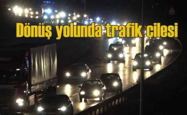 Bayram dönüşü yollarda trafik kilit