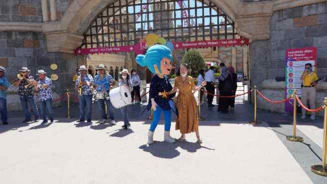 İsfanbul Tema Park'ta bandolu bayram sevinci