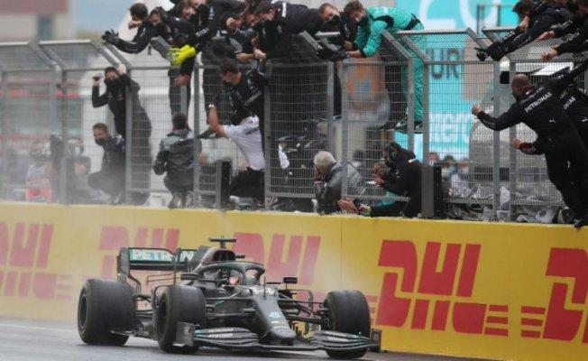 Formula 1 İstanbul GP'sinin kazananHamilton 7.kez şampiyon oldu