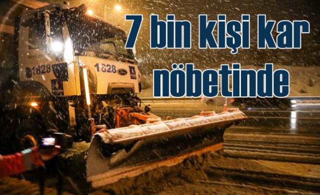 İBB ekipleri yollarda kar nöbetinde