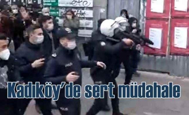 Kadıköy'de gösteriye polis müdahalesi, çok sayıda gözaltı var