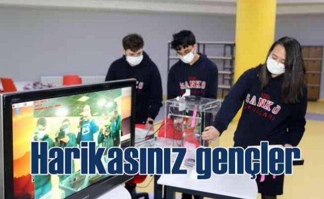 Sanko öğrencileri asansörlerde virüs bulaşmasını durdurdu