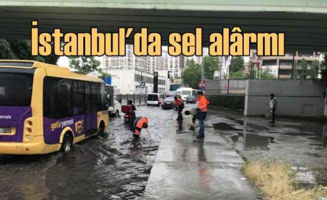İstanbul'da sel alârmı |İBB ekipleri 18 noktaya müdahale etti