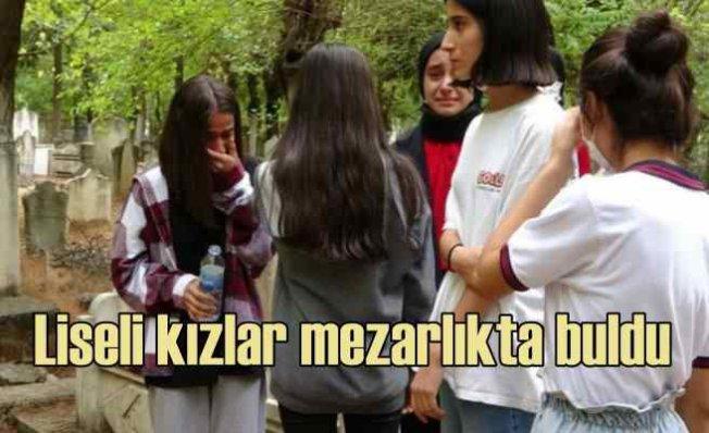 Liseli kızlar buldu   2 günlük bebeği diri diri gömmüşler
