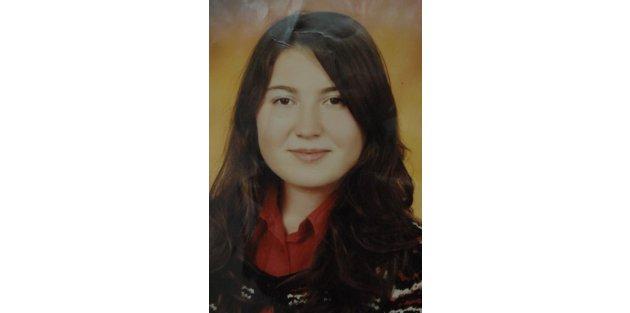 3 yıldır kayıp olan kızını arıyor