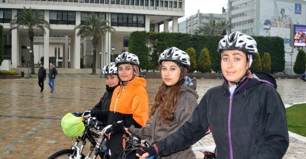 4 Kadın 500 kilometre pedal bastı, ancak tacizden kurtulamadı
