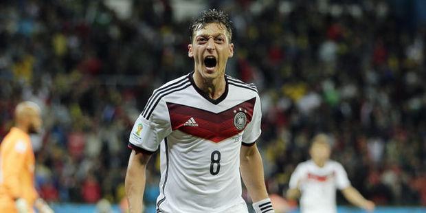 Alman efsane futbolcudan şok eden Mesut Özil yorumu