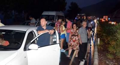 Bodrum'da, su boru hattı patladı, yolu su bastı