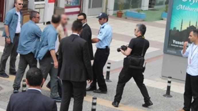 Erdoğan'a yaklaşan silahlı şahıs serbest bırakıldı