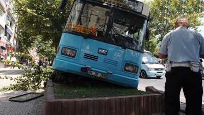 Halk otobüsü Beşiktaş'ta yaşlı kadını ezdi