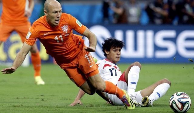 Louis van Gaal kumar oynadı, Hollanda penaltılarla kazandı