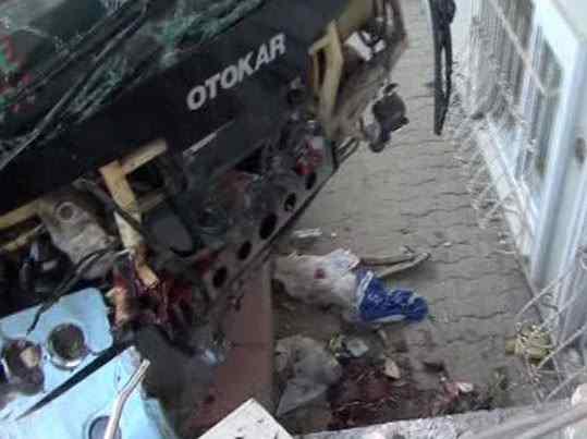 Maltape'de minibüs dehşeti 1 ölü 3 yaralı var