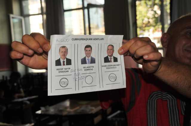 Oy pusulasına 'Hülooo, bize her yer Trabzon' yazdı