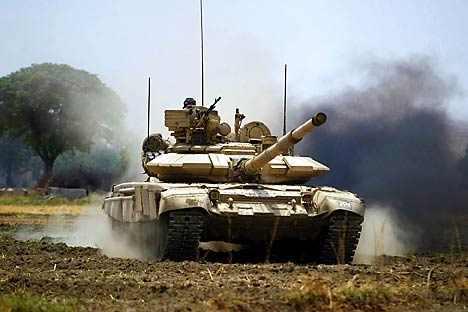 Rus tankları Ukrayna topraklarına girdi