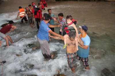 Saklıkent'te sel baskını şoku, 1 ölü 10 yaralı var